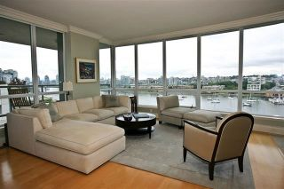 "Photo 3: 905 1328 MARINASIDE Crescent in Vancouver: Yaletown Condo for sale in ""THE CONCORD"" (Vancouver West)  : MLS®# R2134660"