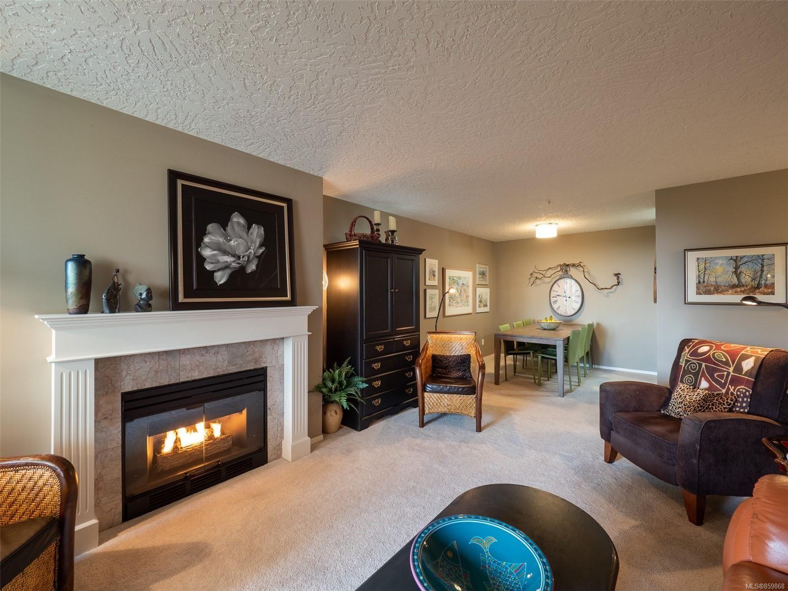 Main Photo: 408 2511 Quadra St in Victoria: Vi Hillside Condo for sale : MLS®# 859868