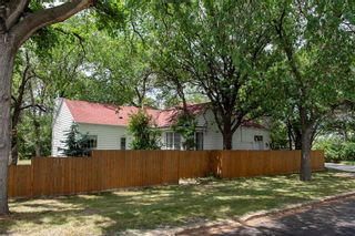 Photo 1: 29 Fulham Avenue in Winnipeg: River Heights North Residential for sale (1C)  : MLS®# 202116993