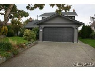 Photo 1: 4261 Panorama Pl in VICTORIA: SE Lake Hill House for sale (Saanich East)  : MLS®# 553505