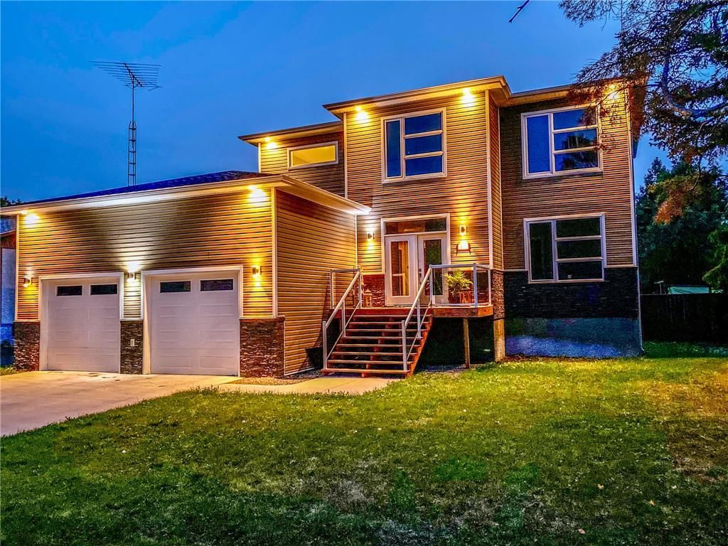Main Photo: 423 FOURTH Street in Beausejour: House for sale : MLS®# 202116844