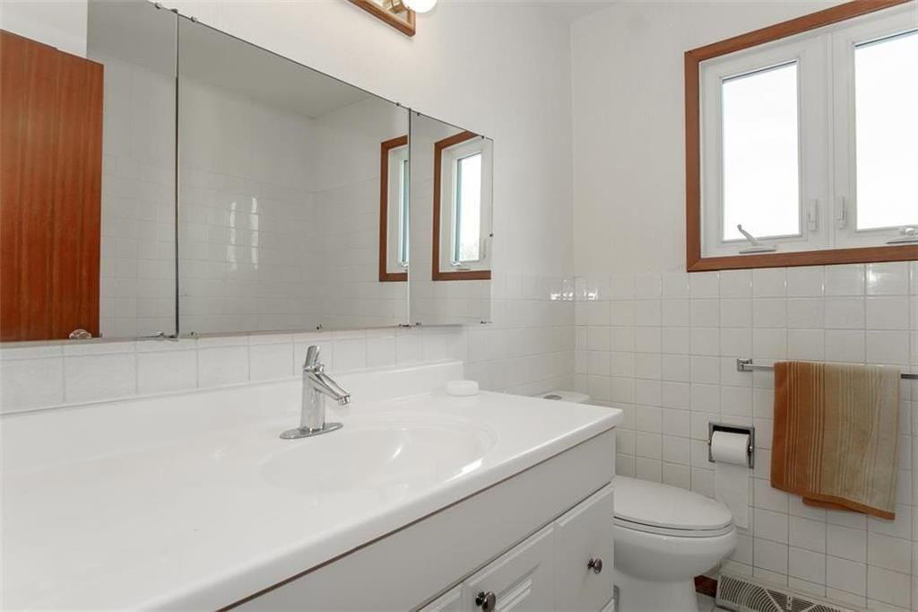 Photo 22: Photos: 128 Sterling Avenue in Winnipeg: Meadowood Residential for sale (2E)  : MLS®# 202011390