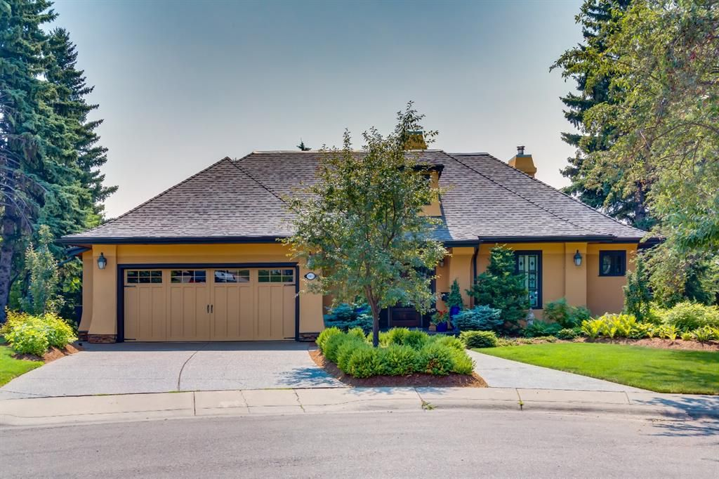 Main Photo: 1811 Cayuga Crescent NW in Calgary: Collingwood Detached for sale : MLS®# A1154342