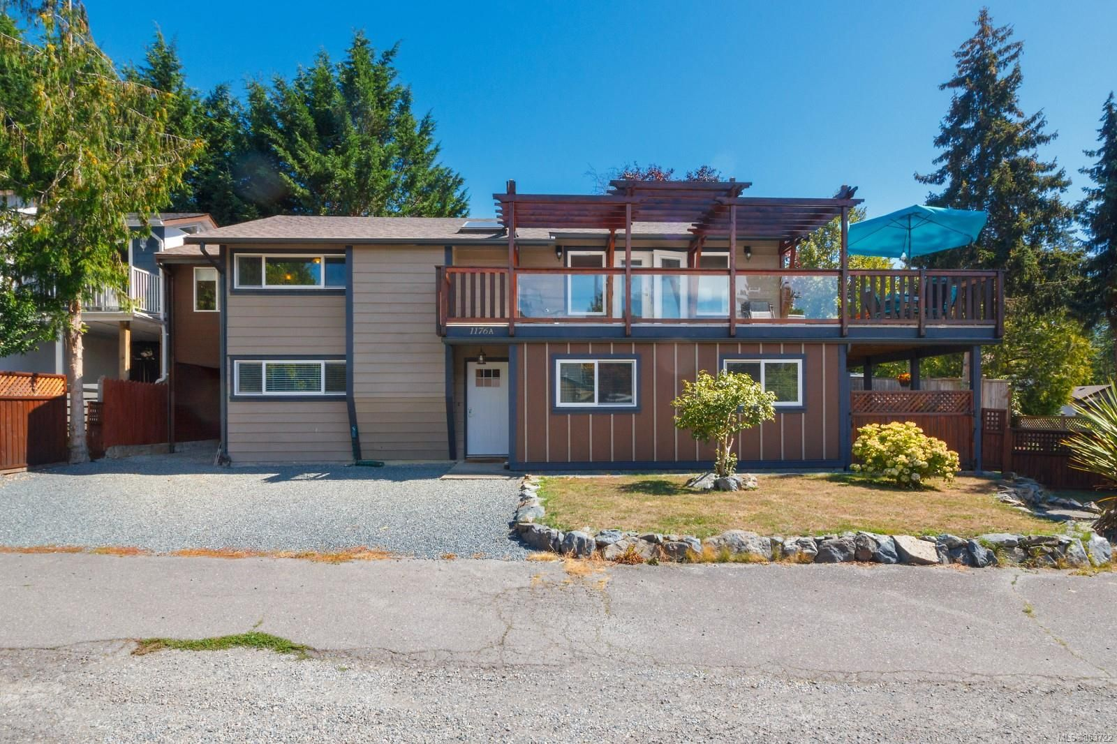 Main Photo: 1176A Damelart Way in : CS Brentwood Bay House for sale (Central Saanich)  : MLS®# 853722
