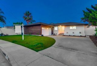 Photo 2: BAY PARK House for sale : 5 bedrooms : 5057 September St in San Diego