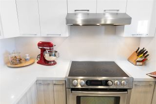 """Photo 13: 306 55 E 10TH Avenue in Vancouver: Mount Pleasant VE Condo for sale in """"Abbey Lane"""" (Vancouver East)  : MLS®# R2491184"""