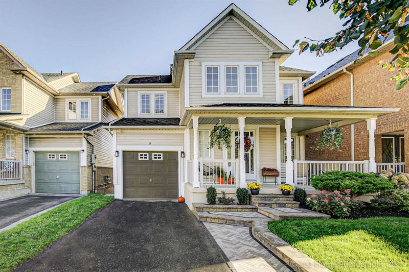FEATURED LISTING: 33 Woolf Crescent Ajax