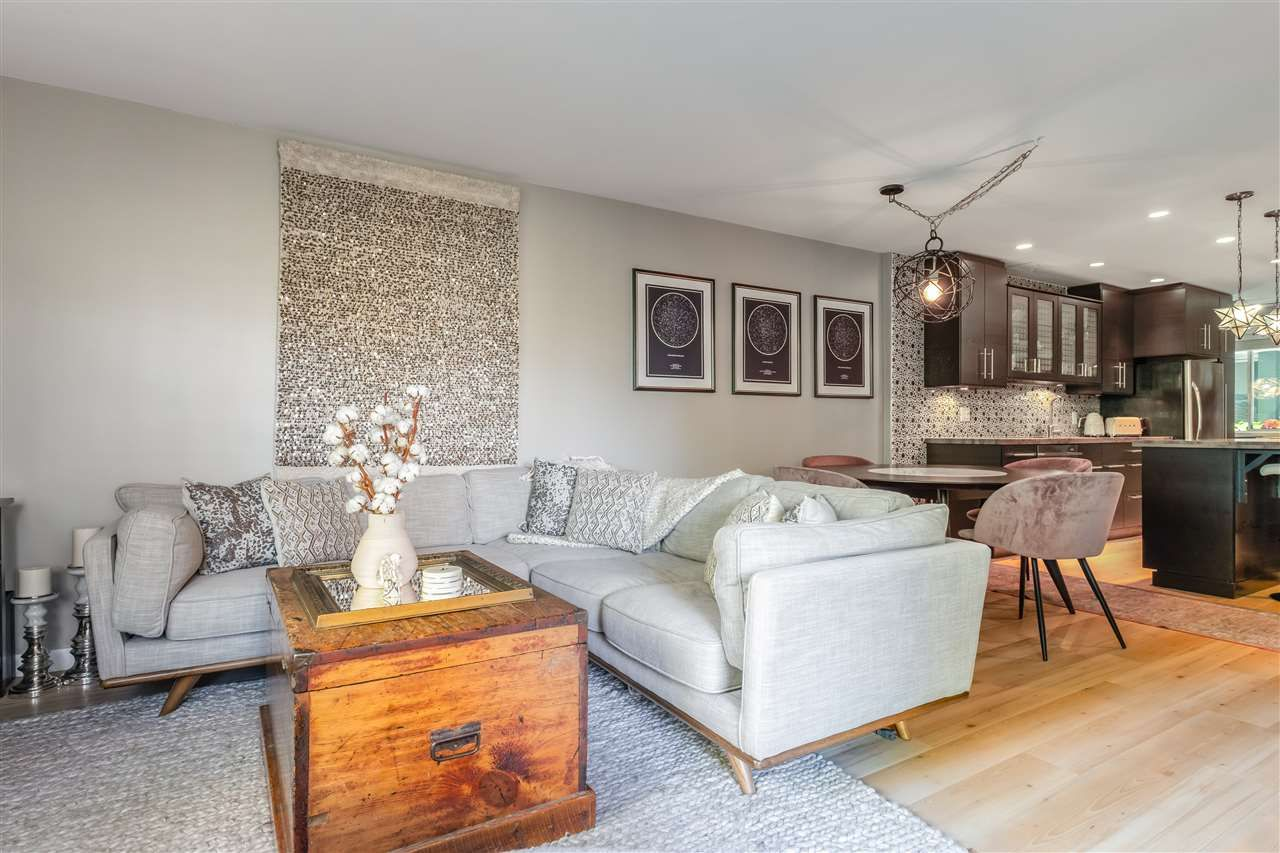 """Main Photo: 205 1530 MARINER Walk in Vancouver: False Creek Condo for sale in """"Mariner Point"""" (Vancouver West)  : MLS®# R2504408"""