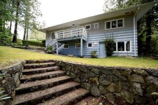 Photo 3: 414 E CARISBROOKE Road in North Vancouver: Upper Lonsdale House for sale : MLS®# R2556019
