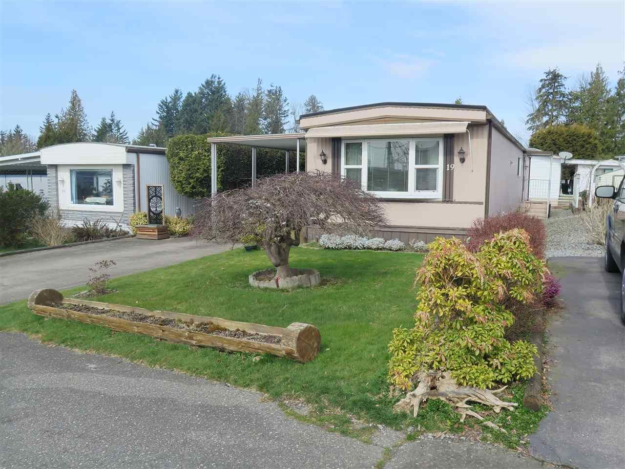 """Main Photo: 19 2035 MARTENS Street in Abbotsford: Poplar Manufactured Home for sale in """"MAPLEWOOD MOBILE PARK"""" : MLS®# R2551420"""