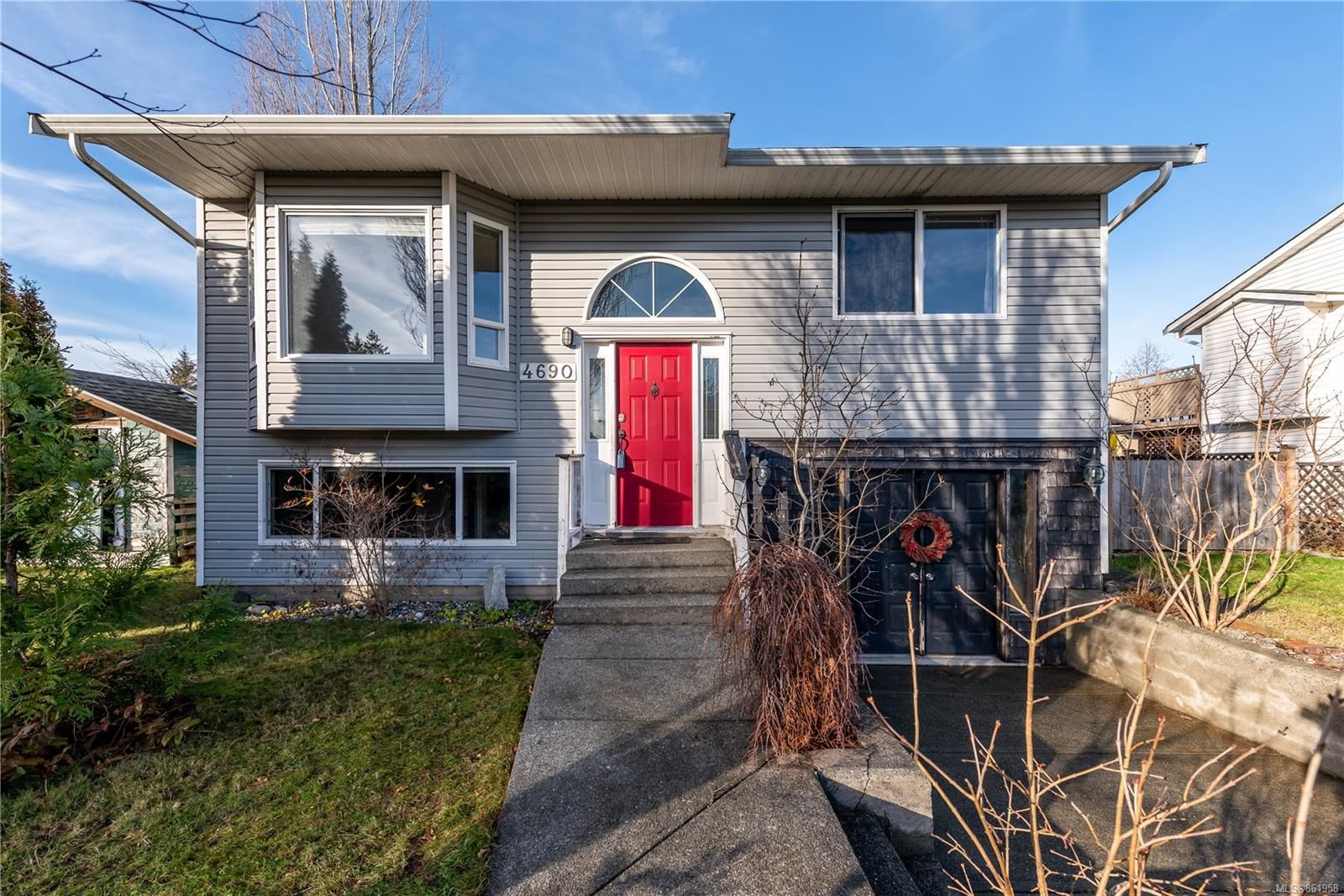 Main Photo: 4690 Cruickshank Ave in : CV Courtenay East House for sale (Comox Valley)  : MLS®# 861958
