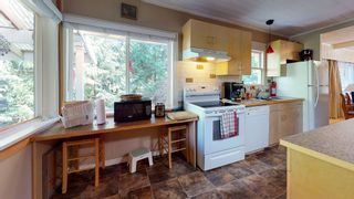 """Photo 3: 12715 LAGOON Road in Madeira Park: Pender Harbour Egmont House for sale in """"PENDER HARBOUR"""" (Sunshine Coast)  : MLS®# R2567037"""