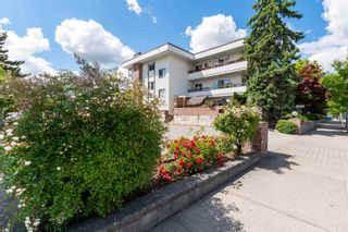 """Photo 2: 209 2211 CLEARBROOK Road in Abbotsford: Abbotsford West Condo for sale in """"Glenwood Manor"""" : MLS®# R2594385"""