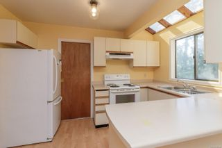 Photo 7: 2361 Amherst Ave in : Si Sidney North-East Half Duplex for sale (Sidney)  : MLS®# 886045