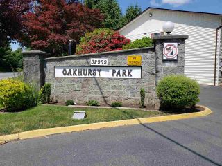 """Photo 2: 29 32959 GEORGE FERGUSON Way in Abbotsford: Central Abbotsford Townhouse for sale in """"Oakhurst Park"""" : MLS®# R2588253"""