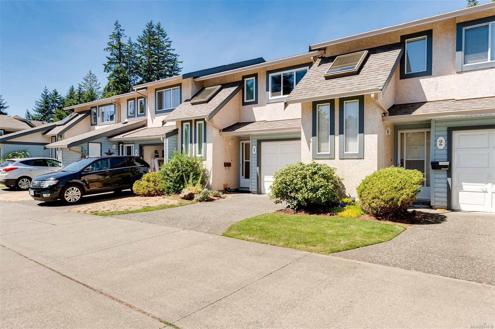 Main Photo: 3 515 Mount View Ave in : Co Hatley Park Row/Townhouse for sale (Colwood)  : MLS®# 884518
