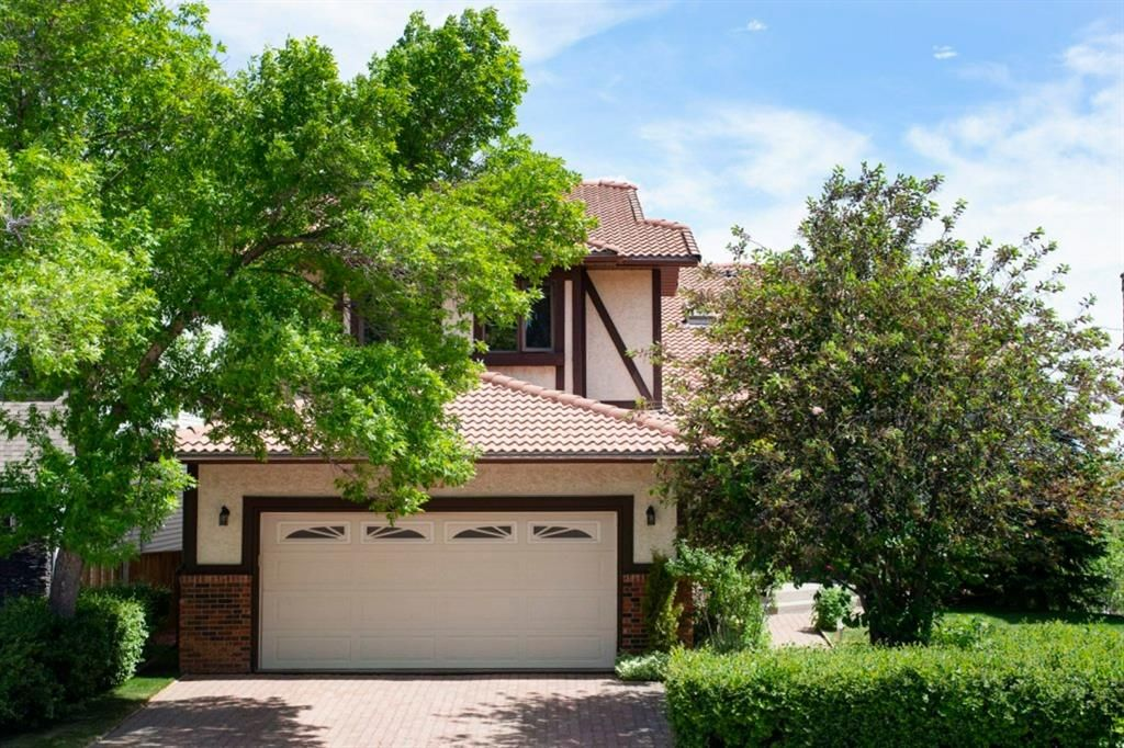 Main Photo: 27 Strathlorne Bay SW in Calgary: Strathcona Park Detached for sale : MLS®# A1120430