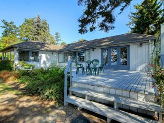 Photo 2: 825 Towner Park Rd in North Saanich: NS Deep Cove House for sale : MLS®# 821434