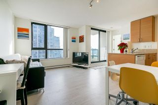 """Photo 4: 1407 977 MAINLAND Street in Vancouver: Yaletown Condo for sale in """"YALETOWN PARK 3"""" (Vancouver West)  : MLS®# R2524539"""