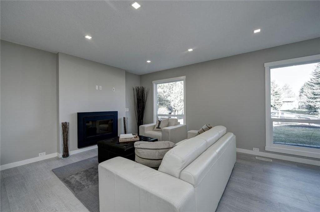 Photo 7: Photos: 210 OAKMOOR Place SW in Calgary: Oakridge House for sale : MLS®# C4111441