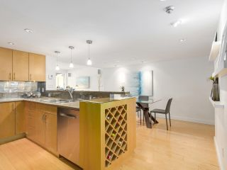 """Photo 3: 2411 W 1ST Avenue in Vancouver: Kitsilano Townhouse for sale in """"Bayside Manor"""" (Vancouver West)  : MLS®# R2191405"""