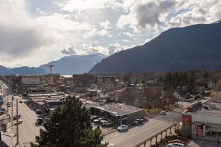 "Photo 32: 602 1365 PEMBERTON Avenue in Squamish: Downtown SQ Condo for sale in ""VANTAGE"" : MLS®# R2549685"