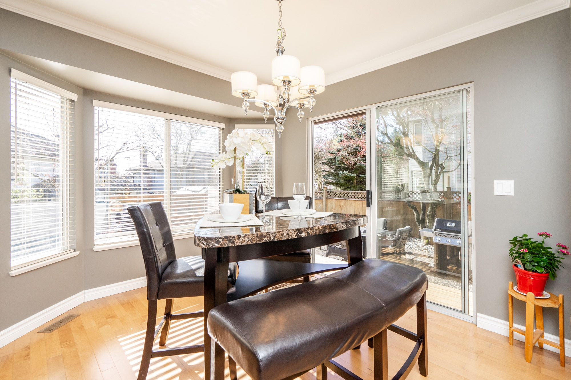 """Photo 8: Photos: 8448 213 Street in Langley: Walnut Grove House for sale in """"Forest Hills"""" : MLS®# R2259409"""
