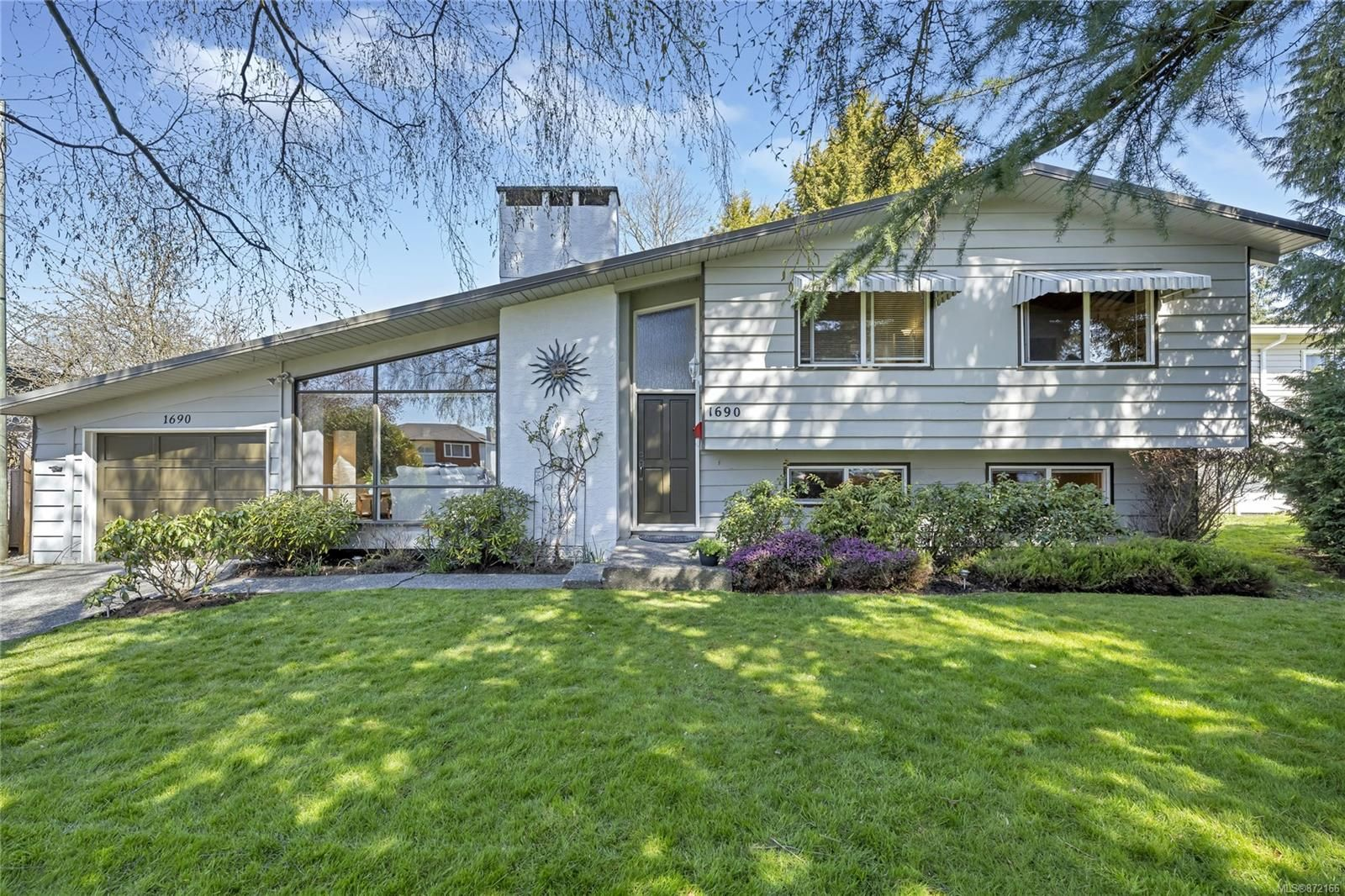 Main Photo: 1690 Blair Ave in : SE Lambrick Park House for sale (Saanich East)  : MLS®# 872166