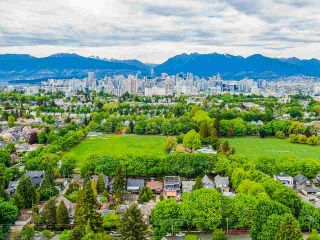 Photo 10: 836 W 22ND AVENUE in Vancouver: Cambie House for sale (Vancouver West)  : MLS®# R2455356