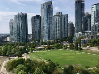 Photo 4: 1501 1383 MARINASIDE CRESCENT in Vancouver: Yaletown Condo for sale (Vancouver West)  : MLS®# R2195736