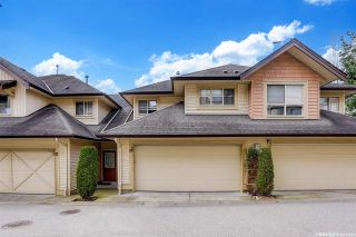 """Photo 2: 33 20350 68 Avenue in Langley: Willoughby Heights Townhouse for sale in """"Sunridge"""" : MLS®# R2560077"""