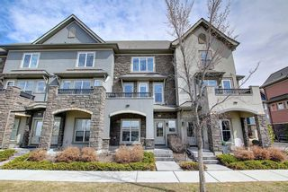 Photo 3: 444 Quarry Way SE in Calgary: Douglasdale/Glen Row/Townhouse for sale : MLS®# A1094767