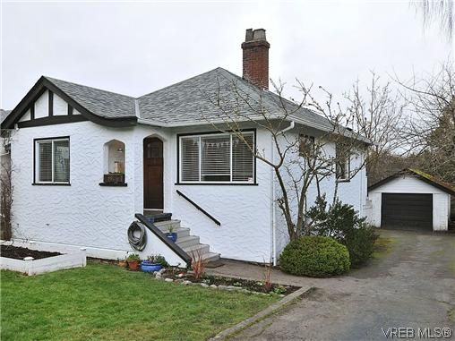 Main Photo: 982 Lovat Ave in VICTORIA: SE Quadra House for sale (Saanich East)  : MLS®# 630262