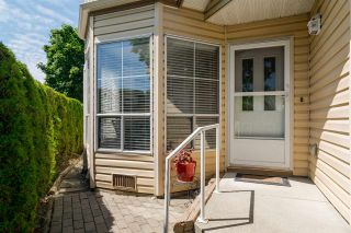 Photo 2: 37 6140 192 Street in Surrey: Cloverdale BC Townhouse for sale (Cloverdale)  : MLS®# R2189554