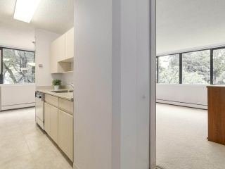 """Photo 4: 304 1740 COMOX Street in Vancouver: West End VW Condo for sale in """"The Sandpiper"""" (Vancouver West)  : MLS®# R2178648"""