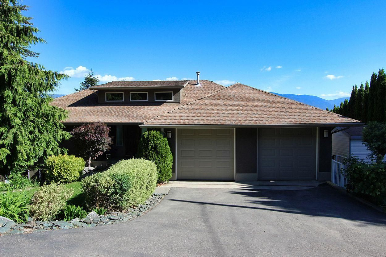 Main Photo: 2273 Lakeview Drive: Blind Bay House for sale (South Shuswap)  : MLS®# 10160915