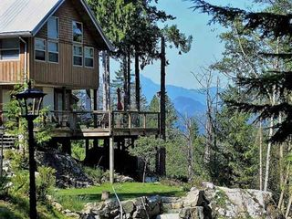 Photo 3: 894 BOLTON Road: Bowen Island House for sale : MLS®# R2433387