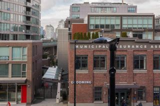 """Photo 18: 306 2055 YUKON Street in Vancouver: False Creek Condo for sale in """"MONTREUX"""" (Vancouver West)  : MLS®# R2238988"""