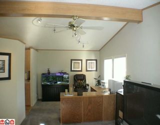 """Photo 5: 27A 24330 FRASER Highway in Langley: Otter District Manufactured Home for sale in """"LANGLEY GROVE ESTATES"""" : MLS®# F1002102"""
