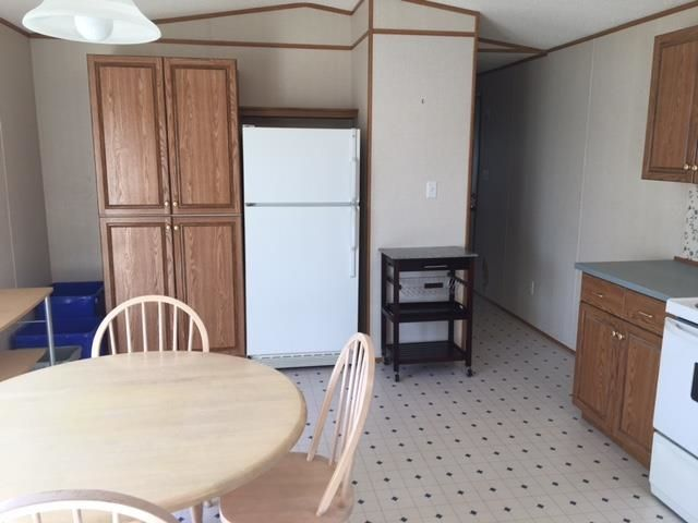 """Photo 5: Photos: 42 654 NORTH FRASER Drive in Quesnel: Quesnel - Town Manufactured Home for sale in """"RIVER WALK MOBILE HOME PARK"""" (Quesnel (Zone 28))  : MLS®# R2573309"""