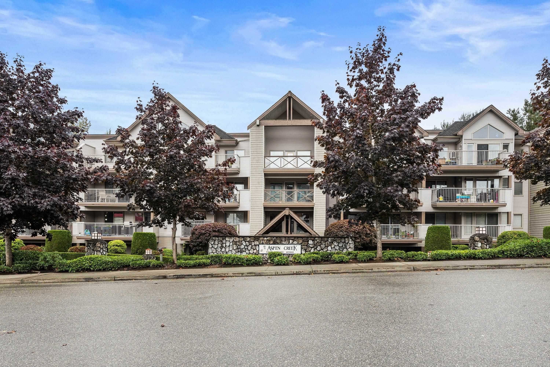 Main Photo: 202 33478 ROBERTS Avenue in Abbotsford: Central Abbotsford Condo for sale : MLS®# R2621806