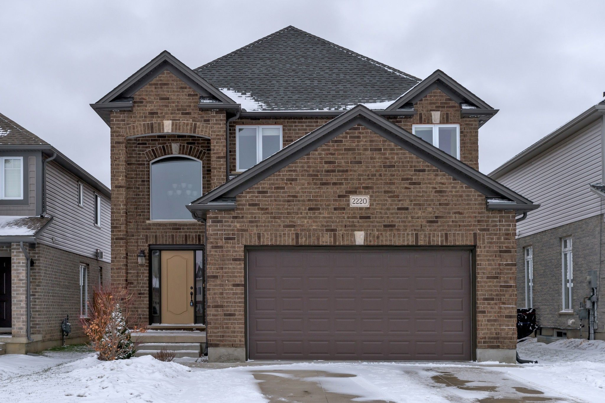 Main Photo: 2220 CARDINAL Court in London: Property for sale : MLS®# 243355