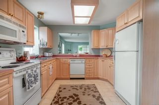 Photo 2: 8 595 Evergreen Rd in Campbell River: CR Campbell River Central Row/Townhouse for sale : MLS®# 887424