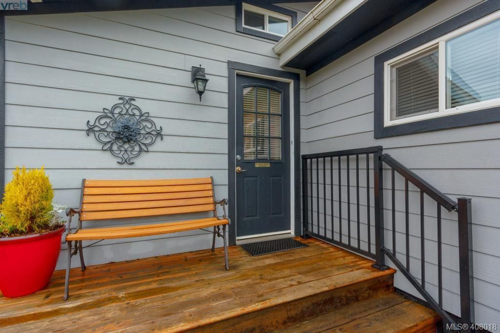 Photo 3: Photos: 2463 Selwyn Rd in VICTORIA: La Thetis Heights House for sale (Langford)  : MLS®# 810897