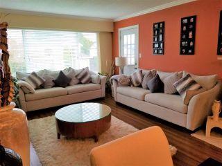 "Photo 4: 10640 ROSEBROOK Road in Richmond: South Arm 1/2 Duplex for sale in ""Montrose Estates"" : MLS®# R2566819"