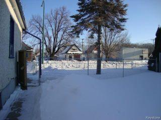 Photo 18: 880 REDWOOD Avenue in WINNIPEG: North End Residential for sale (North West Winnipeg)  : MLS®# 1402237