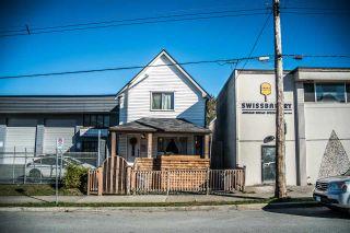 "Photo 2: 1827 PANDORA Street in Vancouver: Hastings House for sale in ""VANCOUVER EAST"" (Vancouver East)  : MLS®# R2249621"