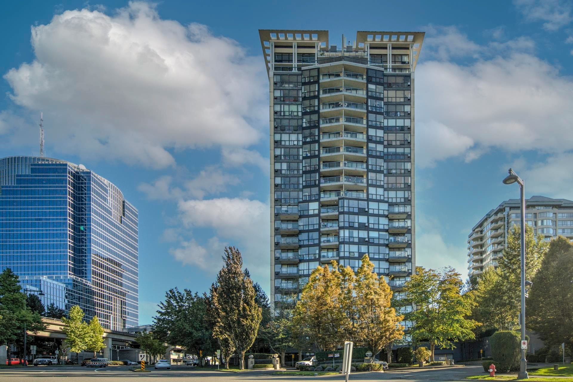 """Main Photo: 903 10899 UNIVERSITY Drive in Surrey: Whalley Condo for sale in """"THE OBSERVATORY"""" (North Surrey)  : MLS®# R2623756"""