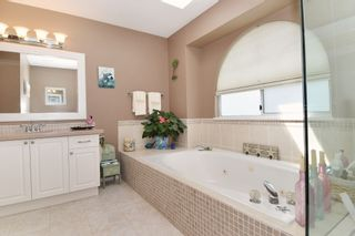 """Photo 13: 6139 W BOUNDARY Drive in Surrey: Panorama Ridge Townhouse for sale in """"LAKEWOOD GARDENS"""" : MLS®# F1448168"""