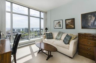 """Photo 10: 1005 160 E 13TH Street in North Vancouver: Central Lonsdale Condo for sale in """"The Grande"""" : MLS®# R2266031"""